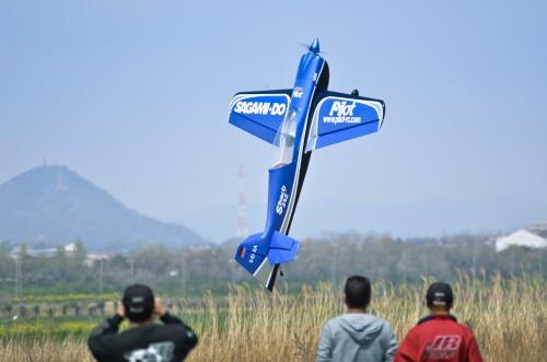 ラジコン飛行機ホバリング